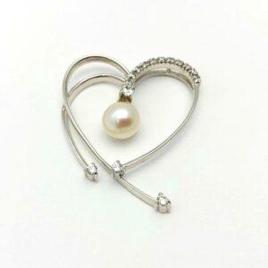 Colgante oro blanco corazón perla y circonitas