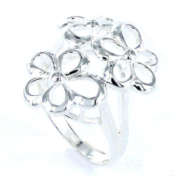 Sortija de plata con tres flores-0