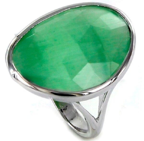 Sortija plata piedra tallada verde con bisel de plata